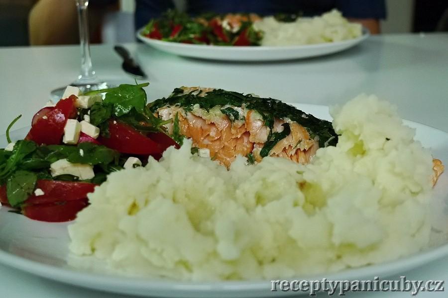 Hlavní fotka k receptu Zapečený losos s česnekem a petrželí