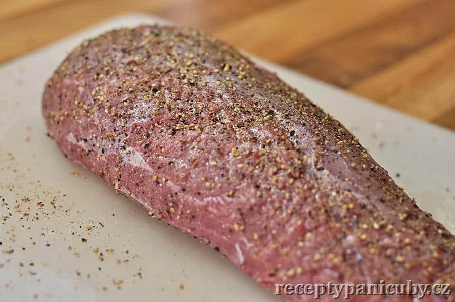 Roastbeef-maso ze všech stran opepříme a osolíme