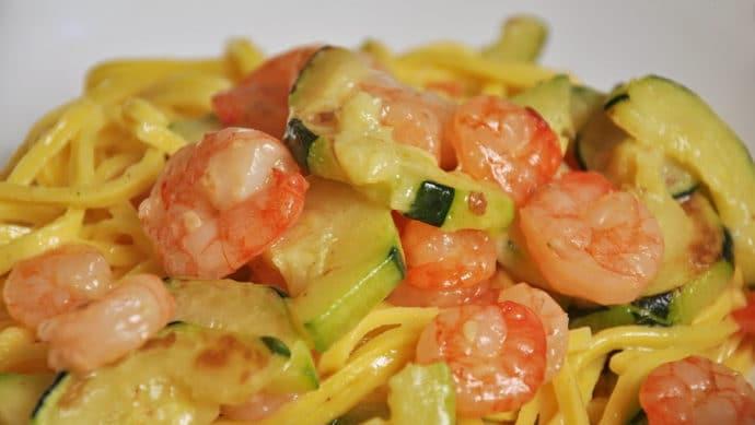 Těstoviny s cuketou a krevetami