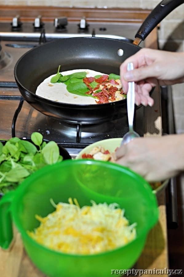 Čubí quesadillas - po špenátu přichází na řadu maso