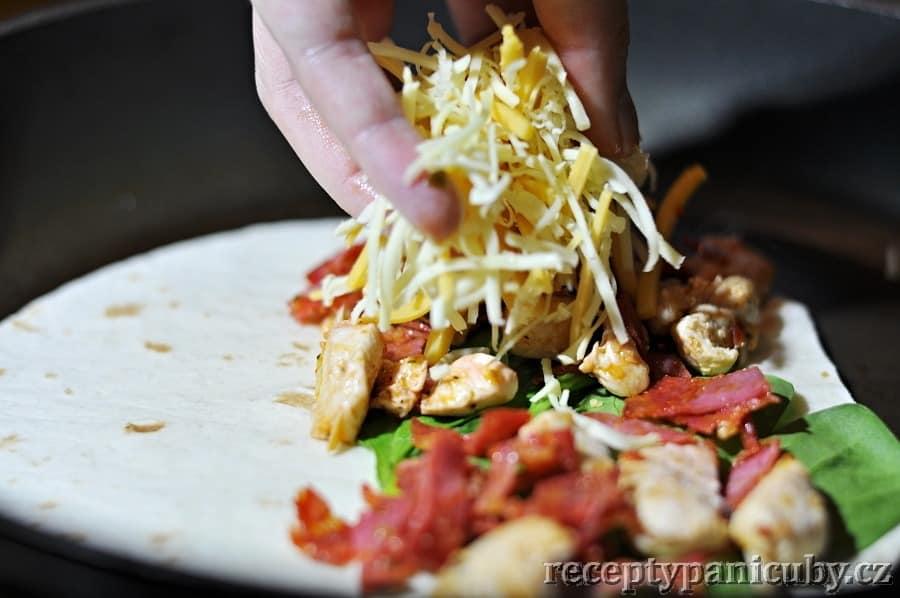 Čubí quesadillas - završením je navršený sýr