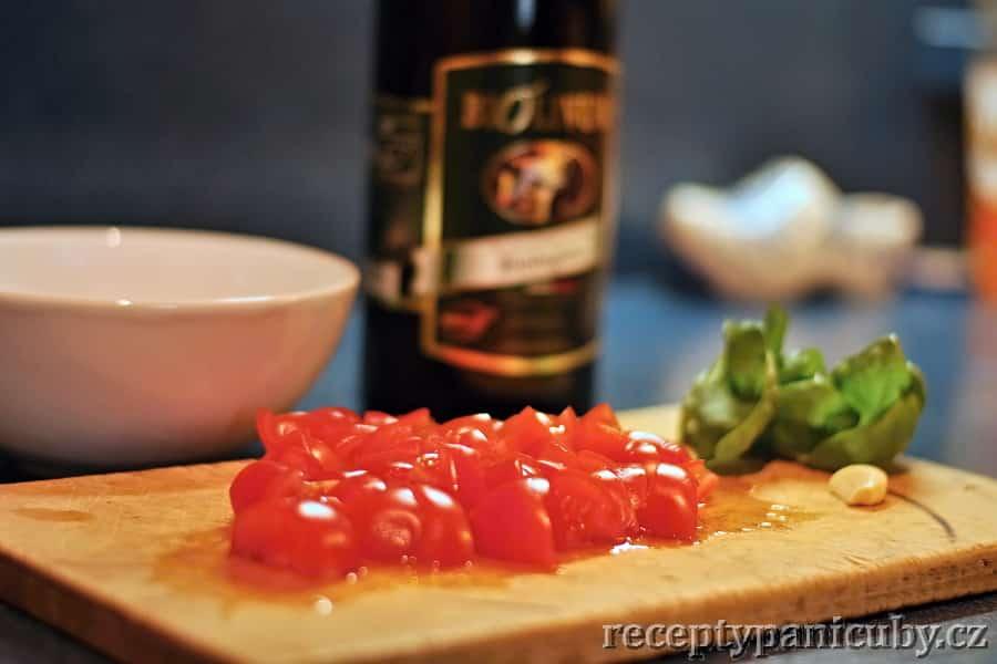 Rajčatová bruschetta - nakrájíme si rajčata