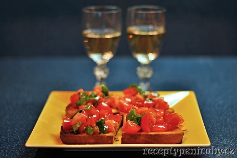 Rajčatová bruschetta - tradá