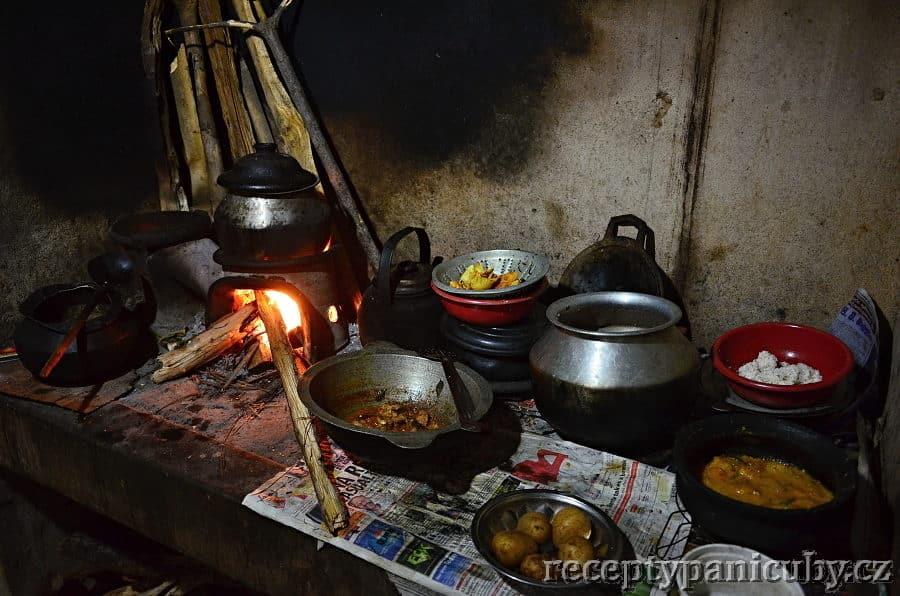 Srílanská kuchyně - kuchyňská plotna s digestoří