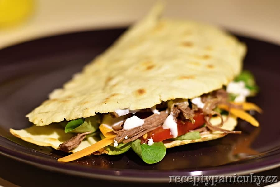 Tortilla plněná hovězím masem - zaklapneme tortillu a je to