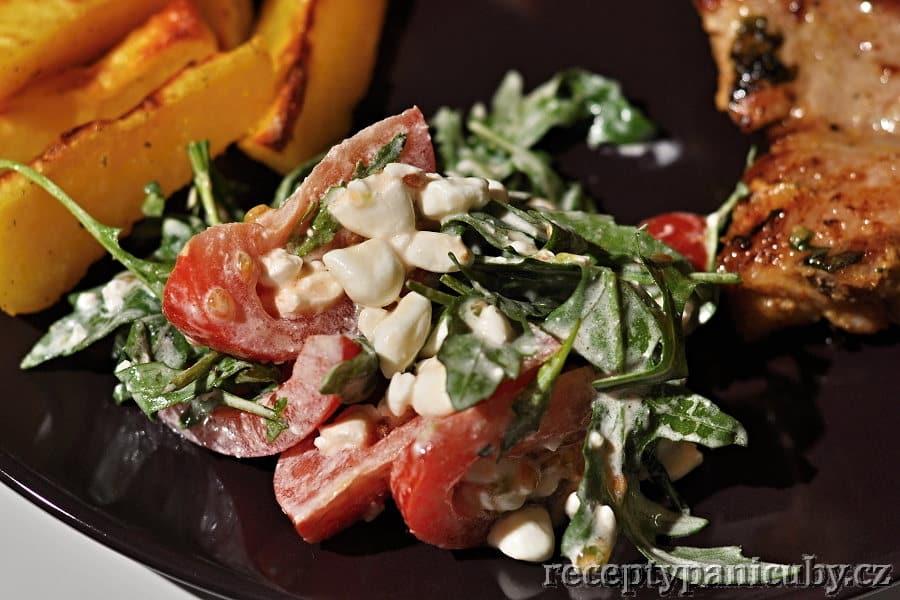 Salát s rukolou a sýrem cottage