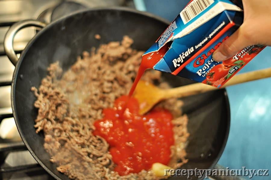 Špagety s rajčatovo-smetanovým sosíkem - a přichází pyré