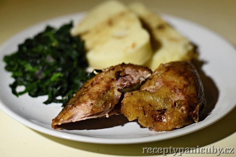 Pomalu pečená kachna - příklad se špenátem a knedlíkem