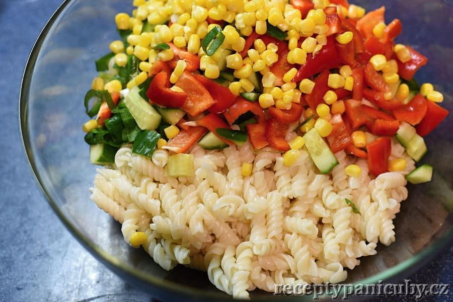 Těstovinový salát paní Čuby - smícháme s těstovinami