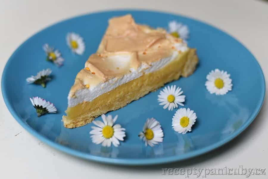 Citrónový koláč - sedmikrásky jsou taky jedlé