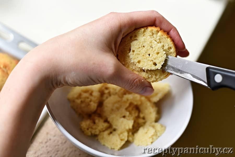 Cupcakes plněné krémem - připravíme si místo na krém