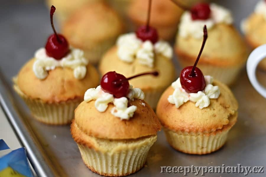 Cupcakes plněné krémem