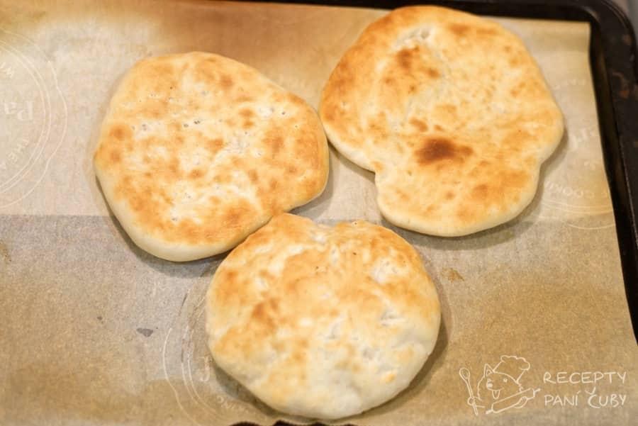 Plněné pita chleby vepřovým - domácky upečený pita chléb