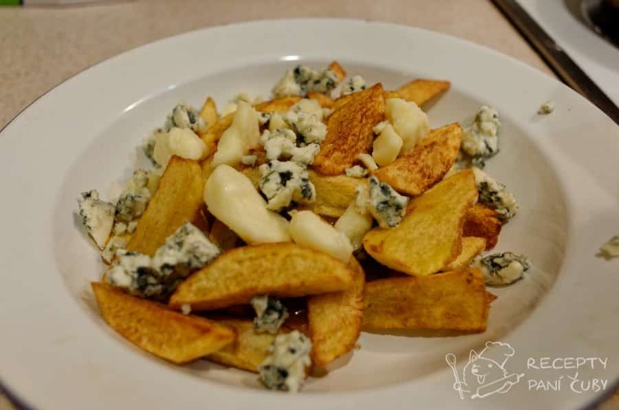 Kanadská poutine - Čubí verze z krásných brambor a parenice a nivy