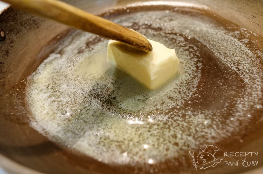 Kanadská poutine - rozpustíme máslo