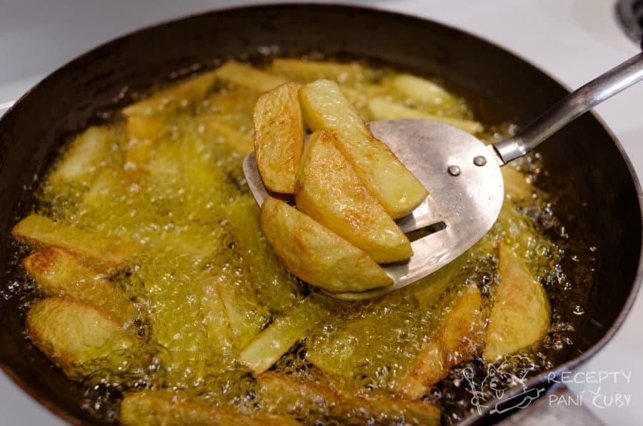 Kanadská poutine - smažíme bramboru