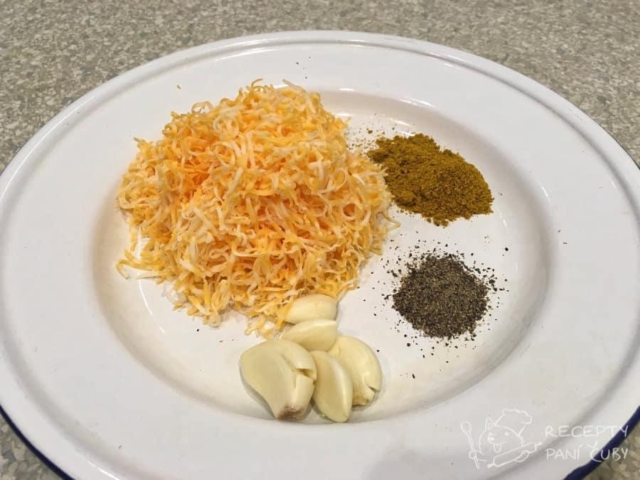 Zapečená zelenina v sýrovo-kari omáčce - trocha koření a hodně sýra