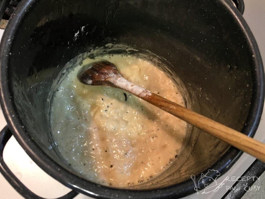 Zapečená zelenina v sýrovo-kari omáčce - připravíme si jíšku na bešamel