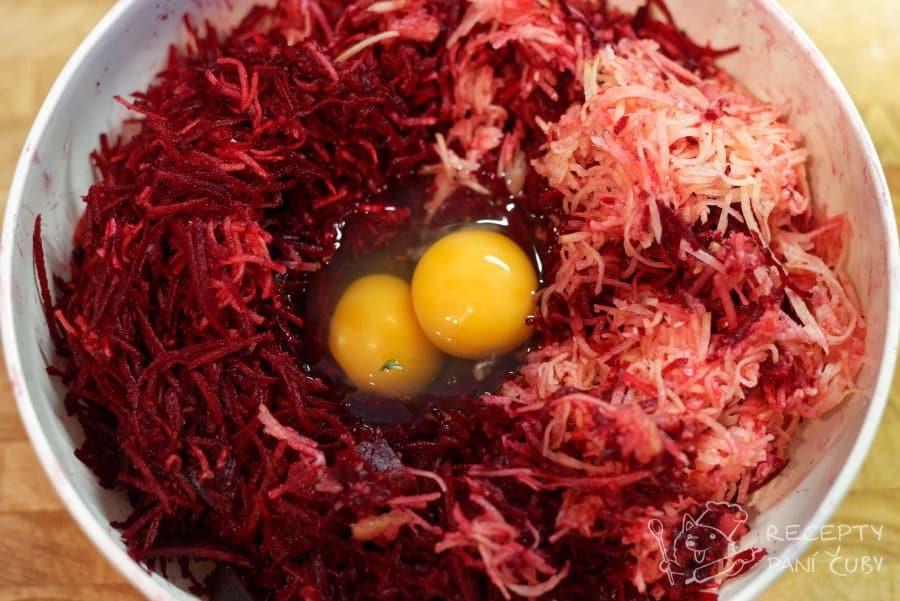 Bramboráky z řepy - nastrouháme řepu a brambory