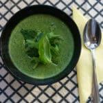 Krémová špenátová polévka s rukolou a bazalkou