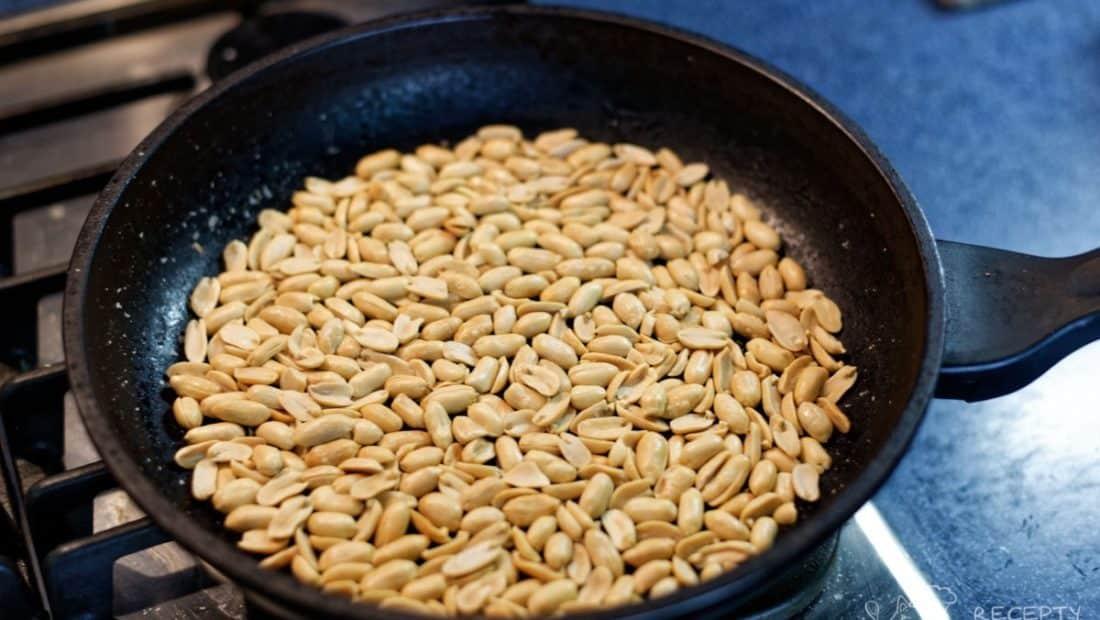 Arašídové máslo - peanut butter - opražíme neslané arašídy