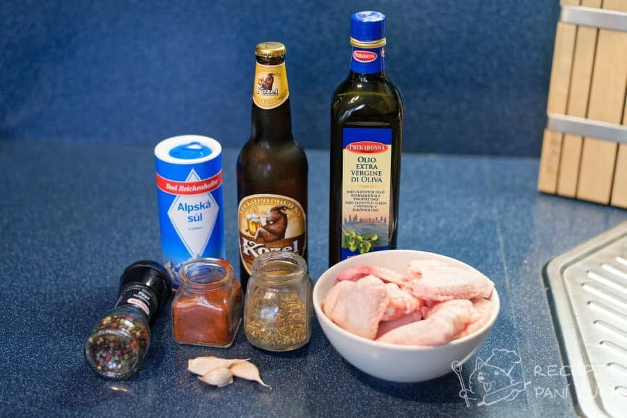 Kuřecí křídla na pivě - pár ingrediencí po kopě