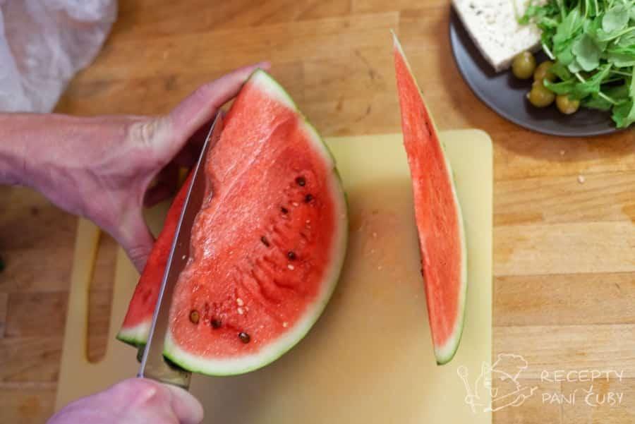 Melounový salát - zakrajujeme a vypeckováváme