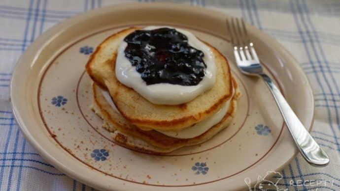 Domácí lívance bez droždí - moje nejoblíbenější kombinace s tvarohem a marmeládou