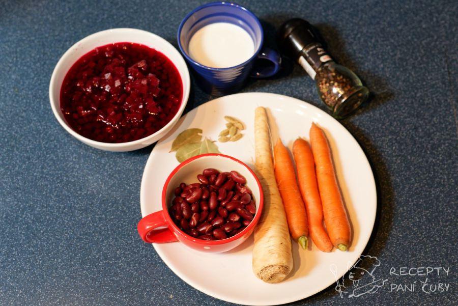Vegetariánský boršč - připravíme si zeleninu a koření
