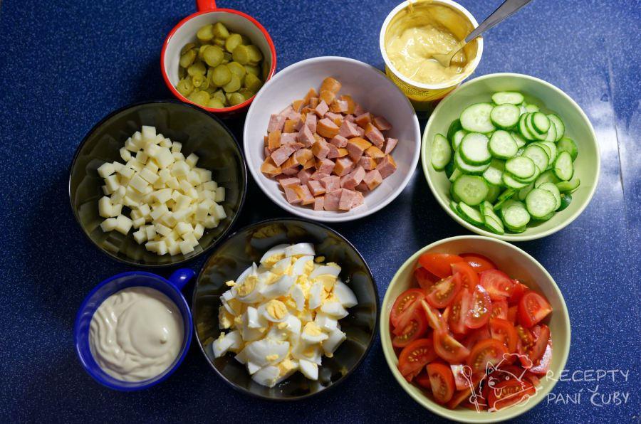 Tamten salát - zeleninovo-majonézový salát - nakrájíme si všechno, co jde