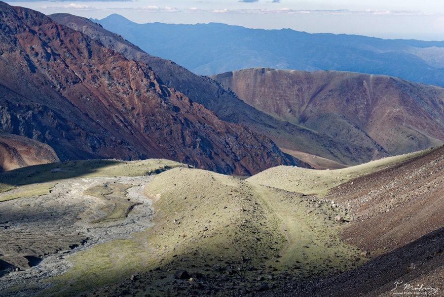 Cordon de la Plata - 4 000 m.n.m. - malá žlutá tečka dole je náš stan