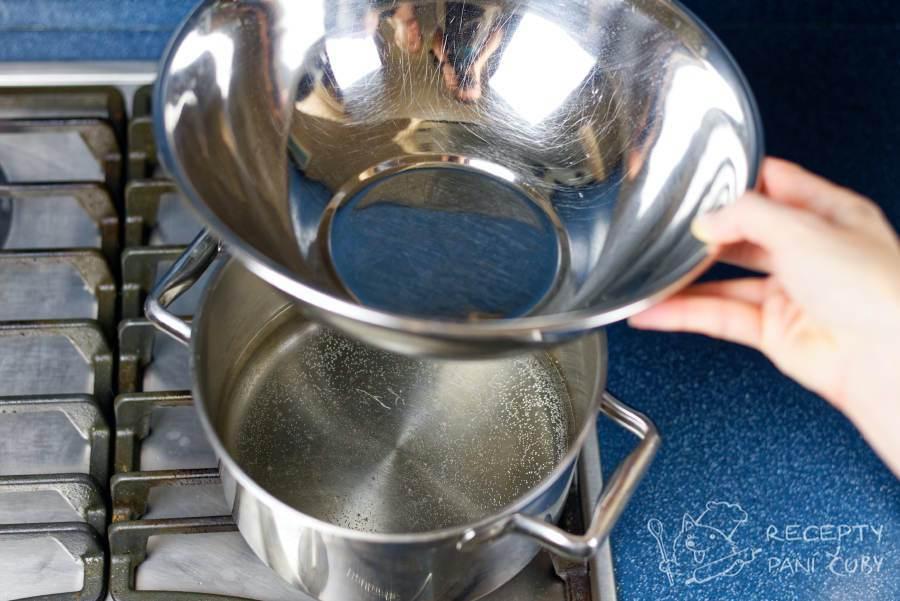 Domácí skořicovo-vaječný likér - ale my si radši připravíme vodní lázeň
