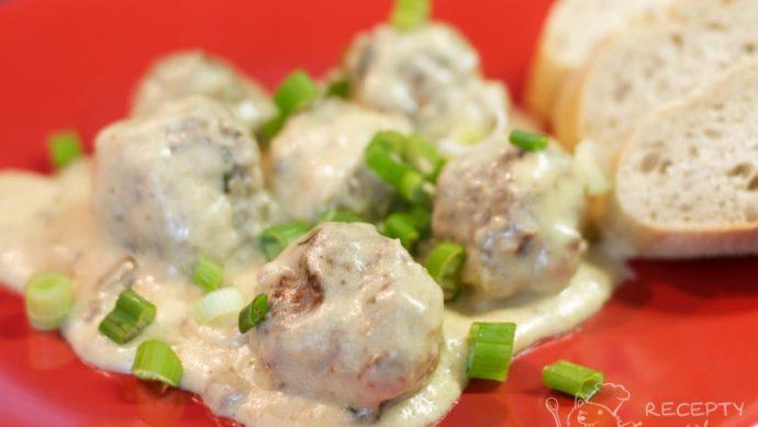 Masové kuličky ve smetanovo-hořčičné omáčce - podáváme s čerstvou bagetou, rýží nebo hranolkami