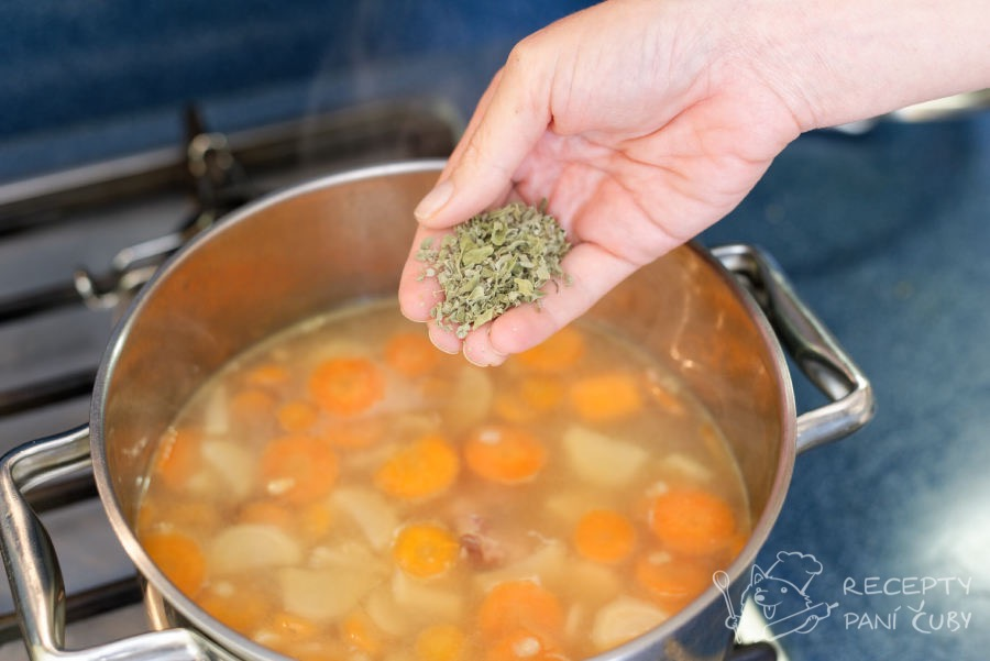 Uzená polévka s kroupami - omajoránkujeme