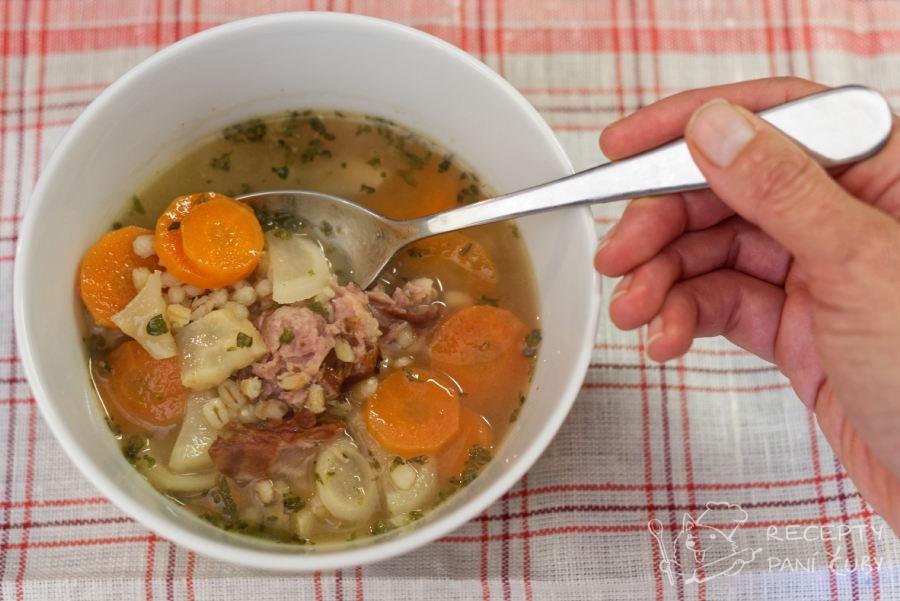 Hlavní fotka k receptu Uzená polévka s kroupami
