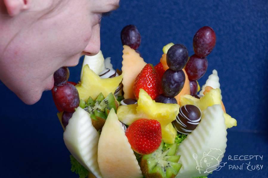 Ovocná kytice - celé je to k nakousnutí