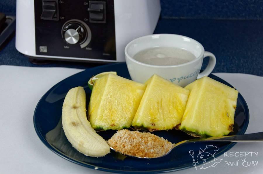 Kokosovo-ananasové smoothie - připravíme si banán, ananas, kokos, kokosové mléko a mixér