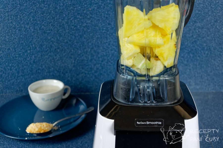 Kokosovo-ananasové smoothie - vše hodime do mixéru