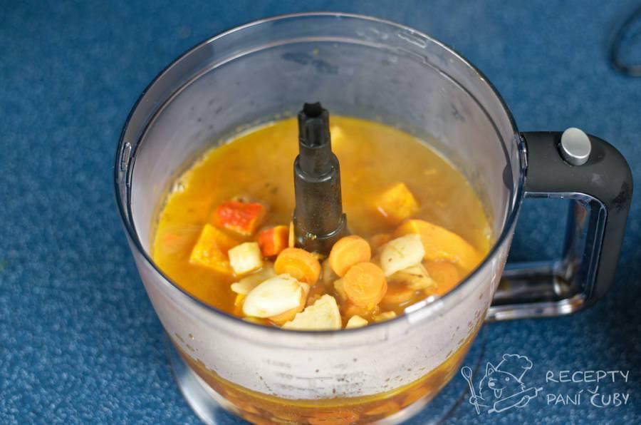 Dýňová polévka s kokosovým mlékem - mixujeme
