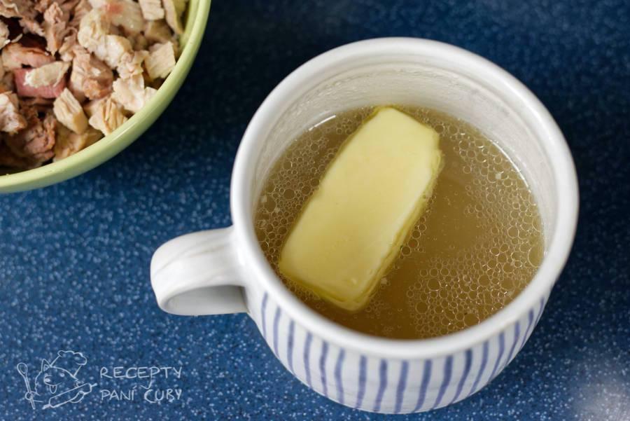 Velikonoční nádivka - do vývaru necháme rozpustit máslo
