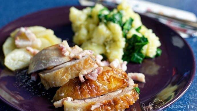 Pečené krůtí stehno s jablky a slaninou -krásná kůrčička a dokonalá chuť
