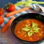 Zeleninová polévka s rajčaty a červenými fazolemi