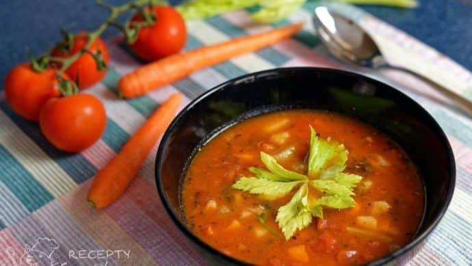 Zeleninová polévka s rajčaty a fazolemi - úplně to tu nahlas voní