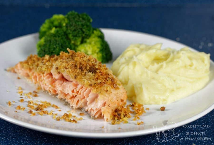 Hlavní fotka k receptu Pečený losos v troubě s křupavou pistáciovo-sýrovou krustou