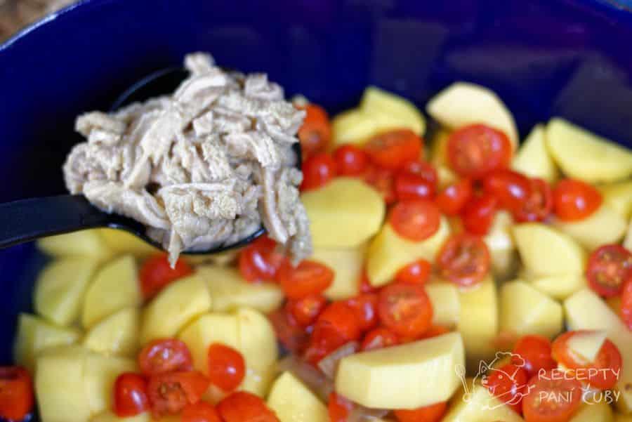 Zapečené dršťky s bramborem - přidáme čerstvá rajčata a držky