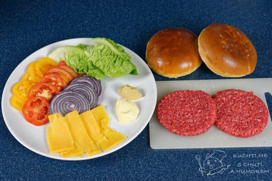 Klasický hovězí hamburger - jednoduché, krásné a dobré