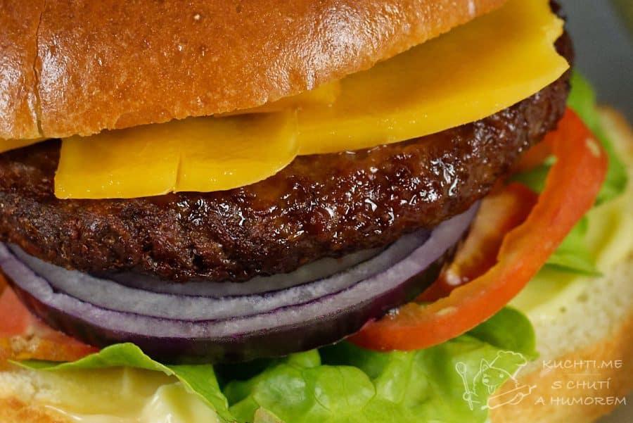 Hlavní fotka k receptu Klasický hovězí hamburger s čedarem