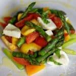 Skvělý salát se zeleným chřestem