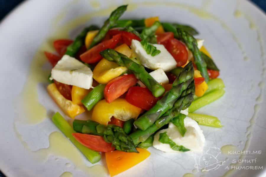 Hlavní fotka k receptu Skvělý salát se zeleným chřestem