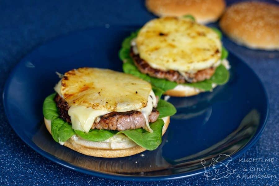 Hawaiský burger s ananasem - vrvstvíme dobroty